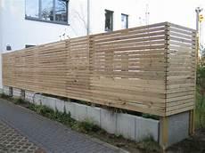sichtschutzzaun günstig selber bauen holzzaun durchg 228 ngig montiert suche ideen rund