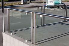 ringhiera vetro e acciaio i balconi sono sempre da rifare giornale pop