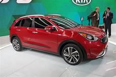 2017 kia niro hybrid revealed promises 50 mpg combined