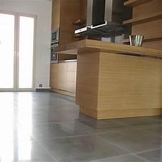 béton ciré sur carrelage au sol sol de cuisine