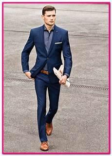 schwarzer anzug brauner gurtel zu einem schwarzen anzug