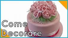 immagini torte con fiori decorare una torta con fiori di pasta di zucchero by