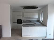 neue arbeitsplatte küche k 252 che wei 223 glas hochglanz arbeitsplatte betonoptik