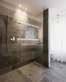 Bad Mit Naturstein - glastrennwand eingelassen im naturstein boden im bad mit
