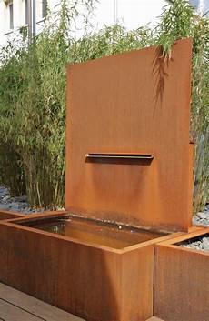 Gartenbrunnen Aus Rostigem Stahl