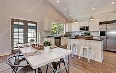 cucina e sala da pranzo interni di cucina e sala da pranzo con soffitto a volta