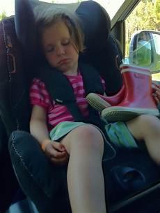 ab wann dürfen kinder im auto vorne sitzen kinder vorne sitzen ist ein kindersitz vorne im auto