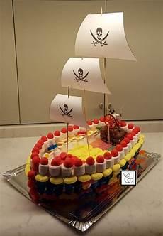 idee deco bonbon pour anniversaire mon g 226 teau de bonbons bateau de pirate une tr 232 s bonne
