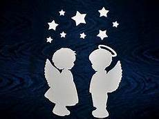 fensterbilder weihnachten vorlagen engel fensterbild tonkarton bandornament engel sterne baum