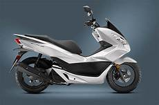 Review Of 2017 Honda Pcx150 Scooter Bikes Catalog