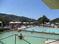 piscine termali bagno vignoni vasca di acqua termale nel centro paese picture of