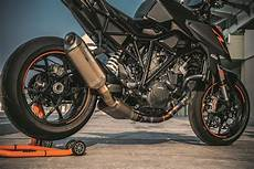 2017 ktm 1290 duke r static 07 bikesrepublic