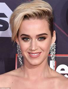 katy perry kurze haare katy perry and kristen stewart s haircuts