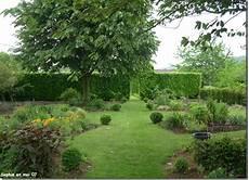le jardin c est tout le jardin c est tout histoire d arbres
