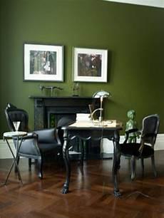 wand grün streichen wandfarbe trends gr 252 ne wand mit bildern schwarze m 246 bel