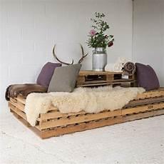 meuble palette pas cher mobilier pas cher et astuces d 233 co pour une ambiance relax