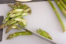 grünen spargel schälen gr 252 ner spargel mit zander und zitronensauce vanillakitchen