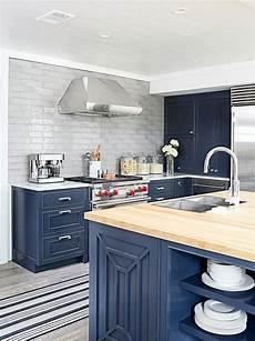 navy blue kitchen cabinet color benjamin moore raccoon fur coastal living cottage design ideas