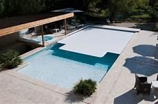 couverture de piscine electrique la couverture de piscine 233 lectrique manipuler sa