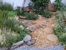 Garten Mit Steinen Und Kies Bilder