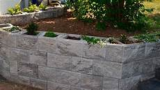 haus am hang bauen stützmauer hangbefestigung mankel landschaftsbau landschaftsbau