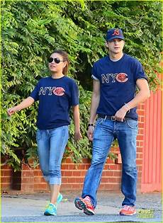 Gamis Kumis ashton kutcher mila kunis chicago bears photo
