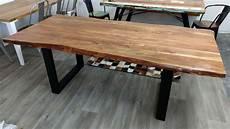 esstisch baumstamm tisch baumkante akazie massivholz
