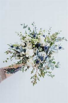 white and green wedding bouquet ideas you ll love