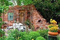 Gartenruine Ruinenmauern Mauer Im Garten Herrlich