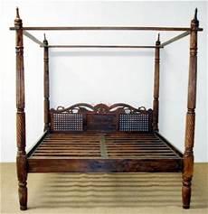 letto a baldacchino in legno letto a baldacchino testata intagliata in legno massello