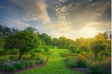the different types of gardens the article home