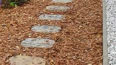 beton im garten sch 246 ner garten trittsteine aus beton im garten