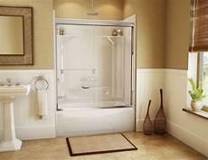 kleines badezimmer dusche und wanne wanne dusche kombination in einem schiebet 252 ren b 228 der in