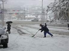 wann muss schneeräumen frag mutti wer wo und wann schneeschippen muss viel