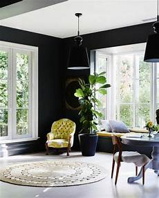 schwarze wandfarbe schwarze wandfarbe bringt charme und dramatik ins