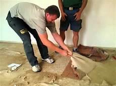 geklebten teppichboden entfernen teppich entfernen