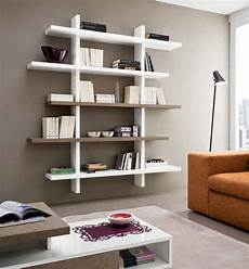 idee per mensole libreria mensole a parete lucida moderna design salotto