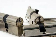 sostituzione serratura porta blindata costo quanto costa cambiare una serratura costi e preventivi