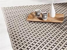 o 249 trouver un tapis noir et blanc joli place