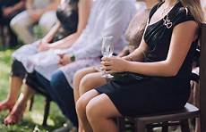 7 outfits that you are not supposed to wear to a wedding