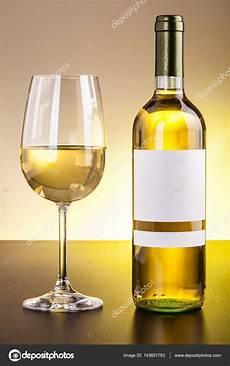 bicchieri per bianco bottiglia e bicchiere di bianco foto stock 169 dlpn