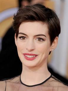 try short hairstyles on your face when you want to get short hair out of your face try anne s look anne hathaway short hair