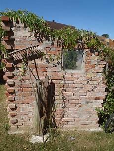 Mauer Aus Alten Backsteinen Garten Steinfiguren Garten