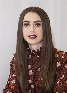 lily collins at tolkien press conference in hollywood 04