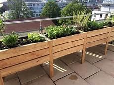 beet für balkon balkonbeet mit abwasserrinne balkongarten balkon beet