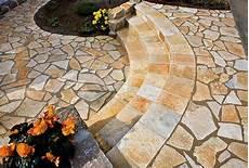 natursteine aus kunststoff wege treppen und terrassen gartengestaltung mit