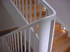 treppe holz weiß massiv landhaus holz weiss treppen