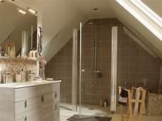 salle de bain combles am 233 nager une salle de bains sous les toits travaux