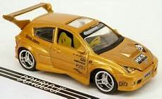 Machines 2001 Ford Focus Fr200 Gold Import Tuner 1