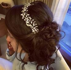 what hairstyle and accessories should one wear with a